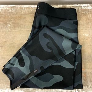 Cor by Ultracor Black Camo leggings Large NWT